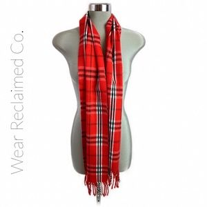 🛍 3/$30 EUC Red Plaid Lightweight Scarf w/Fringe